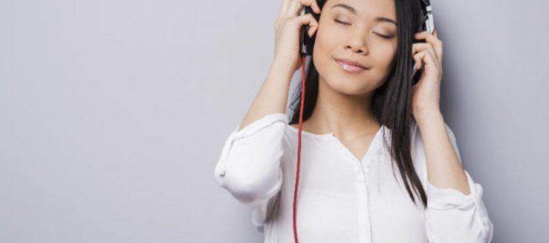 5 Website Keren Buat Lo yang Suka Dengerin Lagu